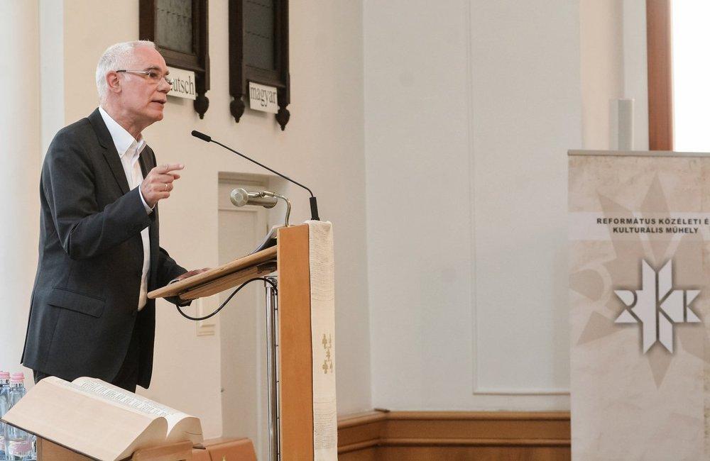 Januárban iktatják be egyházunk új püspökeit